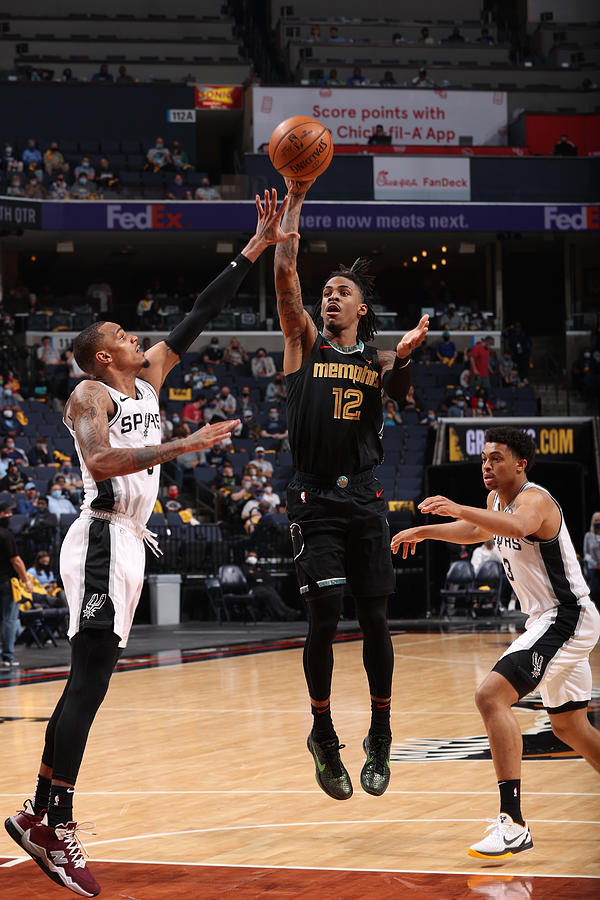 Play-In Tournament - San Antonio Spurs v Memphis Grizzlies Photograph by Joe Murphy