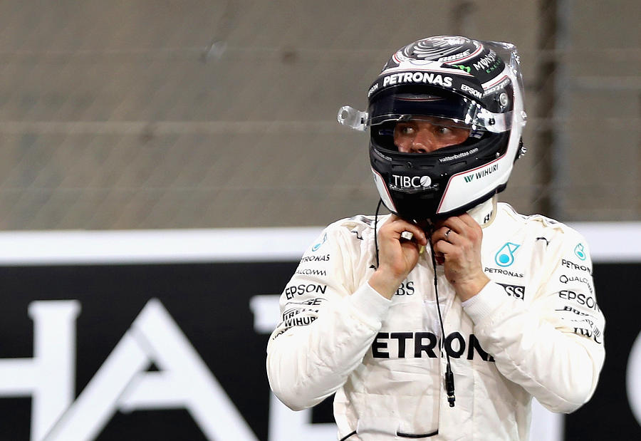 F1 Grand Prix of Abu Dhabi - Qualifying Photograph by Mark Thompson