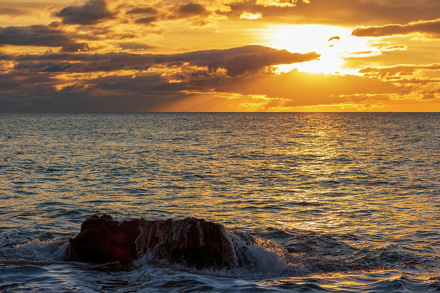 The Oropesa coast of the sea at sunrise by Vicen Photography