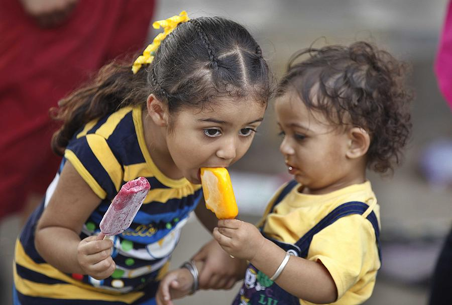 Heat Wave Hits Normal Life In North India Photograph by Hindustan Times