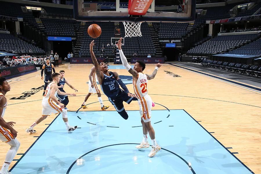 Atlanta Hawks v Memphis Grizzlies Photograph by Joe Murphy