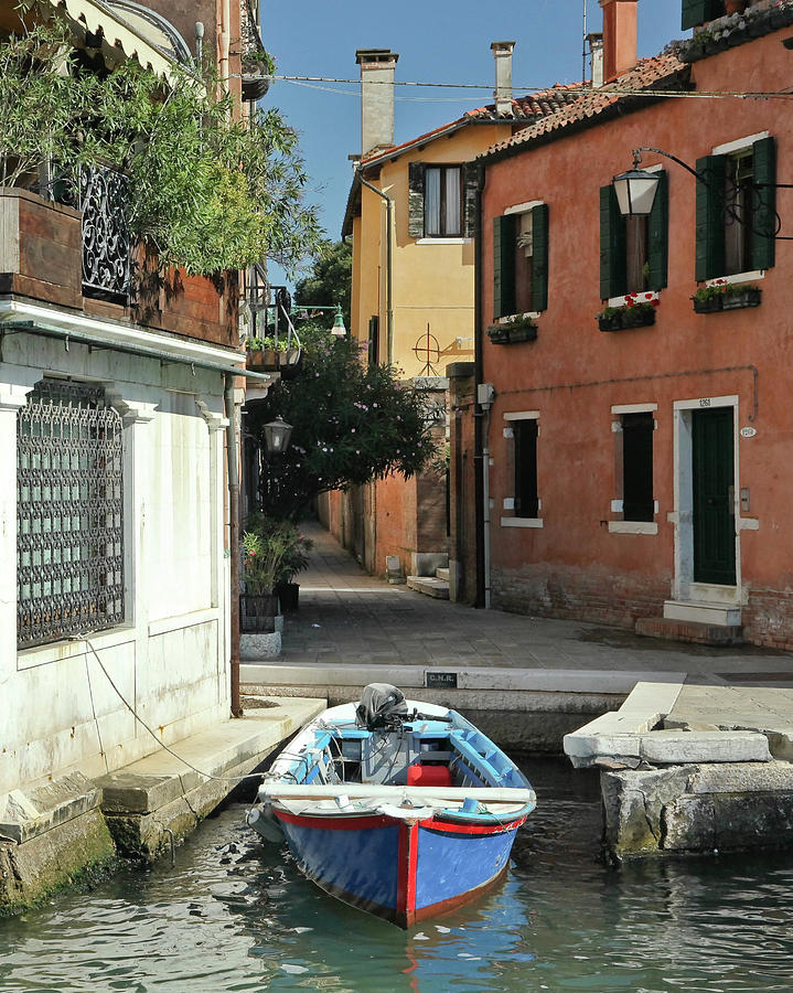 A Quiet Corner Venice Photograph By David Brindley