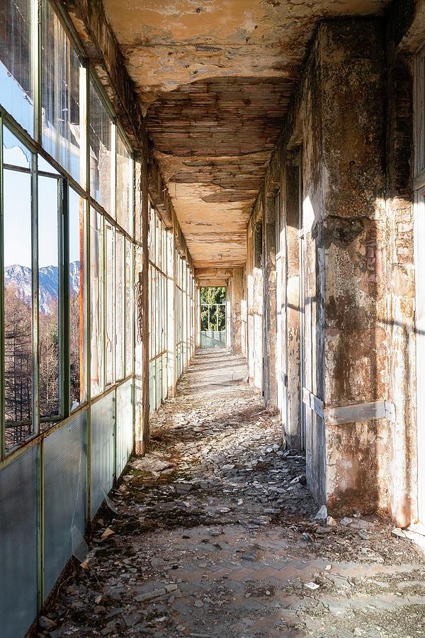 Abandoned Corridor. by Roman Robroek