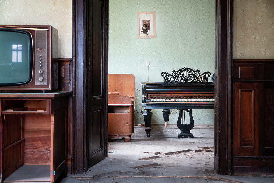 Abandoned Piano in House by Roman Robroek