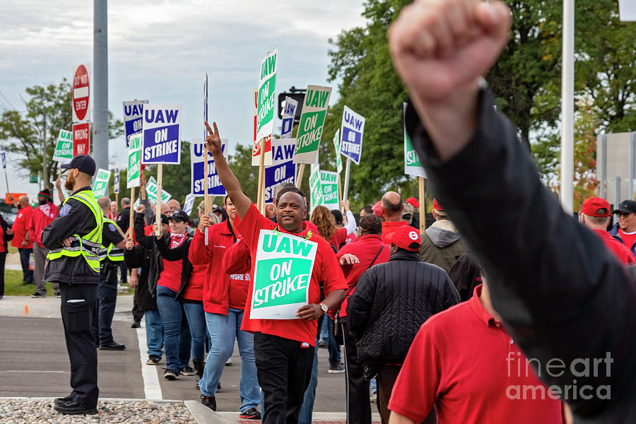 Auto Workers Strike Photograph