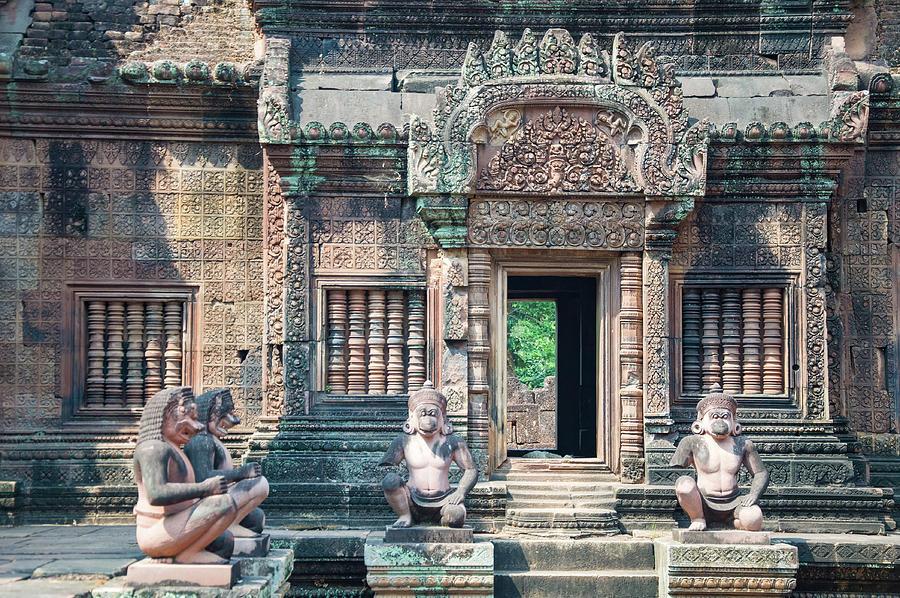 Banteay Srei Temple by Rob Hemphill