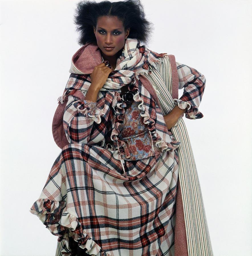 Beverly Johnson In An Emanuel Ungaro Ensemble Photograph by Albert Watson