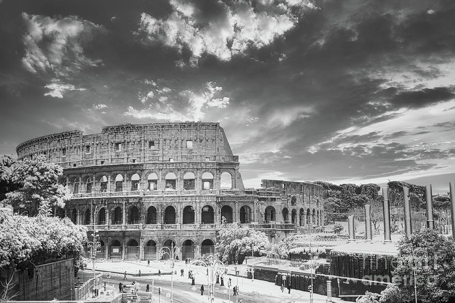 Snow Photograph - BW Colosseum in Rome covered in rare snowfall by Stefano Senise