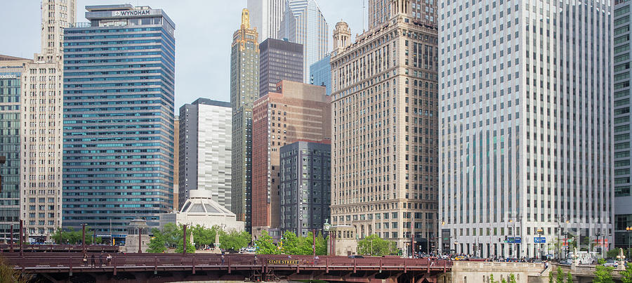 Chicago Photograph - Chicago Skyline, Riverwalk by Eddie Hernandez