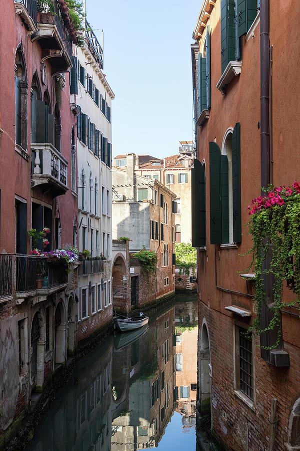 Classic Venetian - Rio de la Torre and Rio de la Madoneta in Sestiere San Polo by Georgia Mizuleva