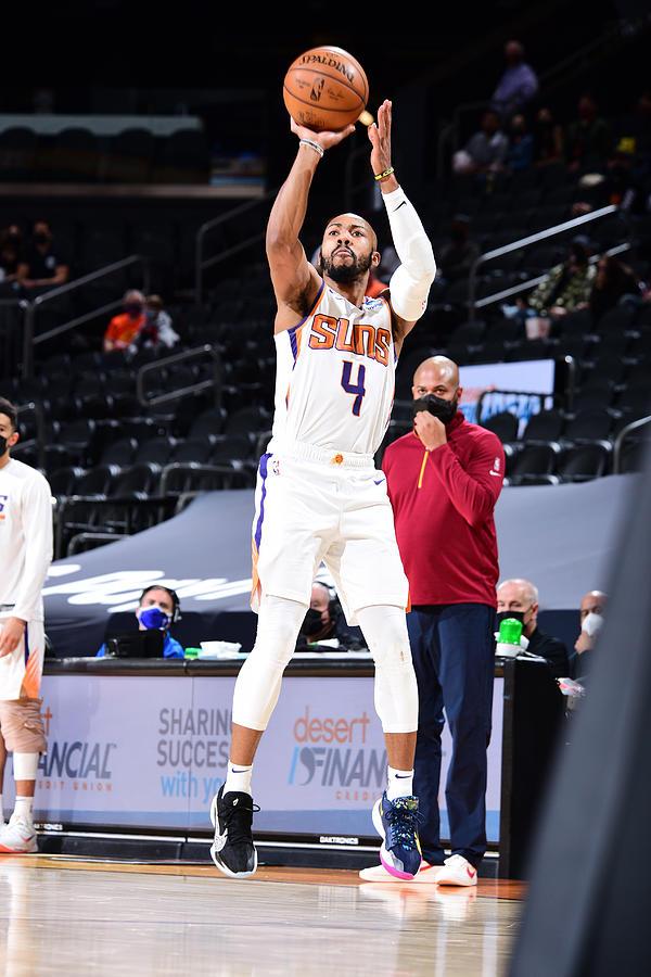 Cleveland Cavaliers v Phoenix Suns Photograph by Michael Gonzales