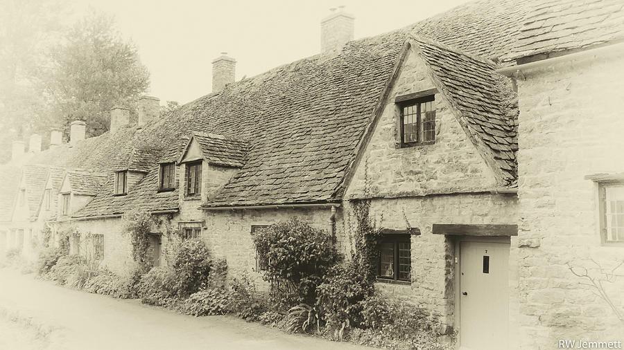 Cotswolds Photograph - Cotswold Cottage Vintage Style by Richard Jemmett