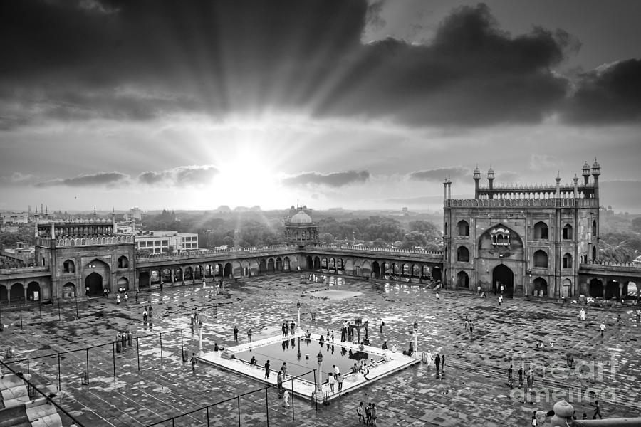 Jama Masjid Mosque Photograph - Courtyard of  Jama Masjid Mosque - New Delhi India BW by Stefano Senise
