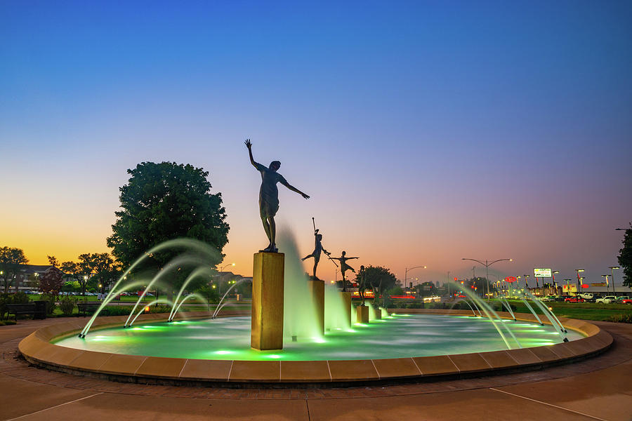 Dawn Light And The Kansas City Childrens Fountain Photograph
