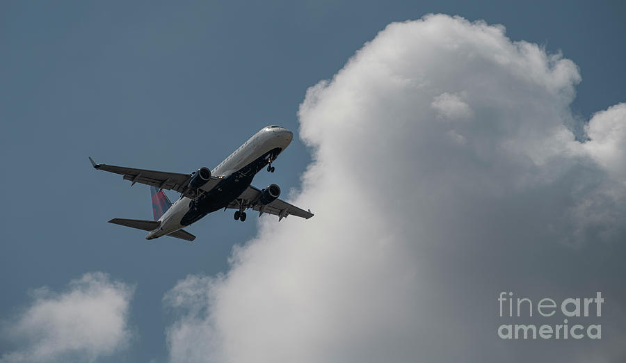 Delta Connection On Final Approach - Charleston Interational Airport Photograph