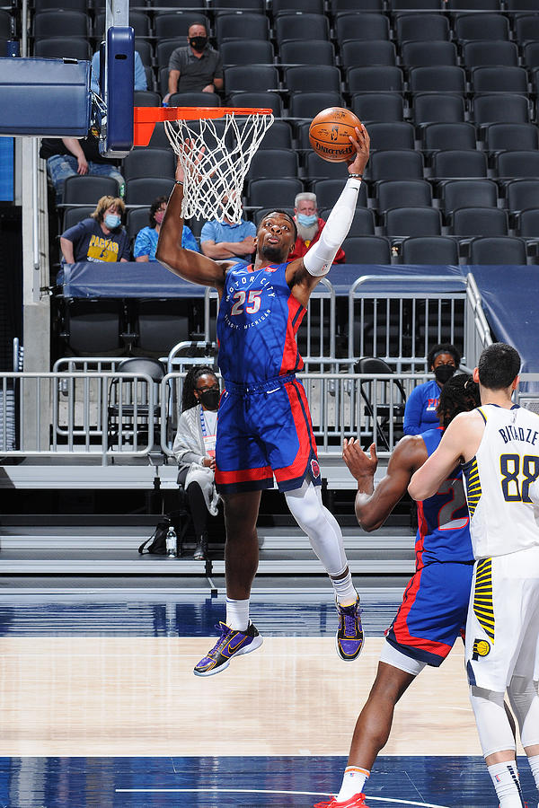 Detroit Pistons v Indiana Pacers Photograph by Ron Hoskins