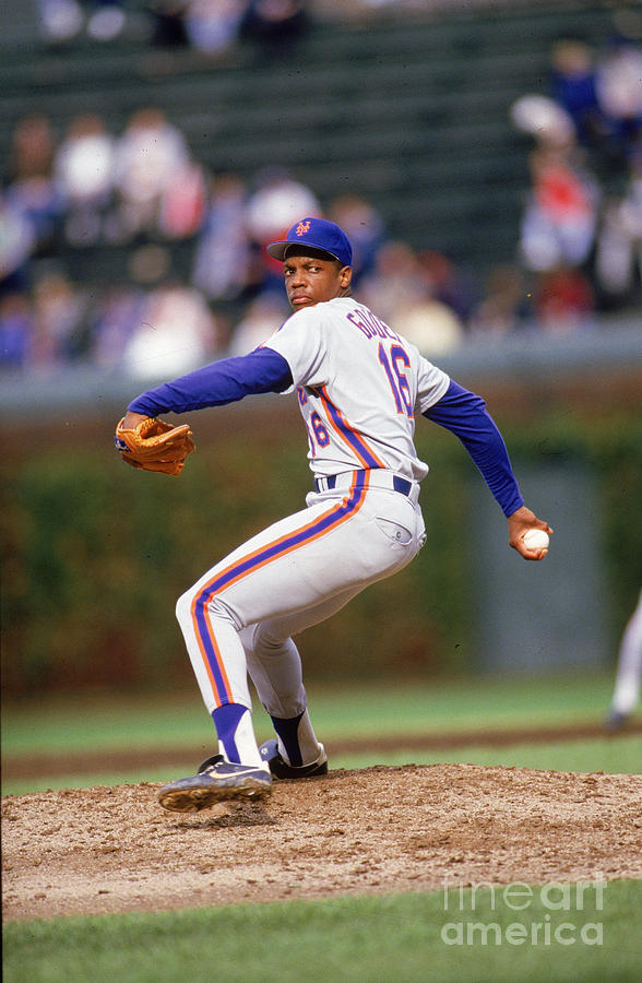 Dwight Gooden Photograph by Ron Vesely