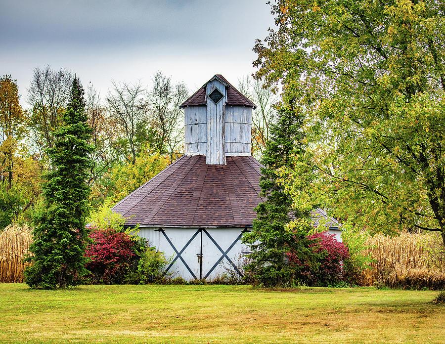 Landscape Photograph - Ernest Oliver Round Barn by Scott Smith