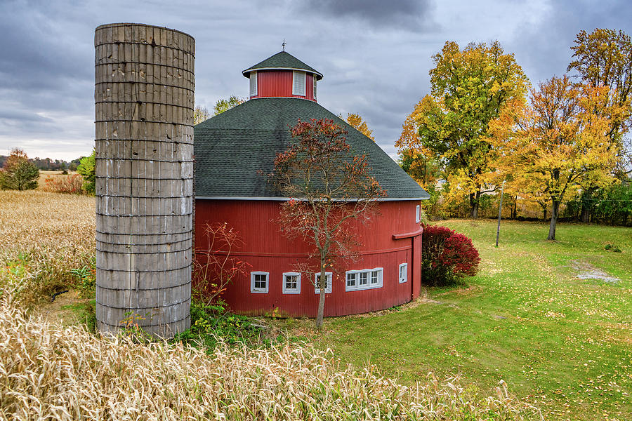 Landscape Photograph - Everett Rouch Round Barn by Scott Smith