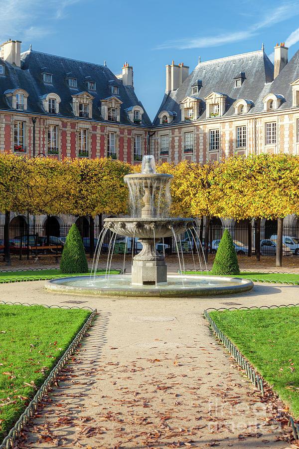 Fall In Place Des Vosges - Paris France Photograph