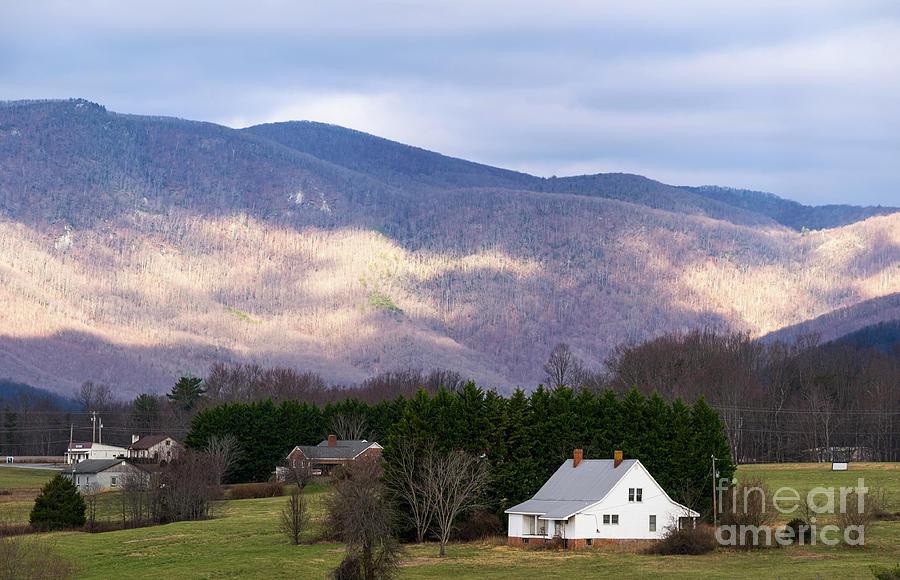 Farm house in Virginia by Les Palenik