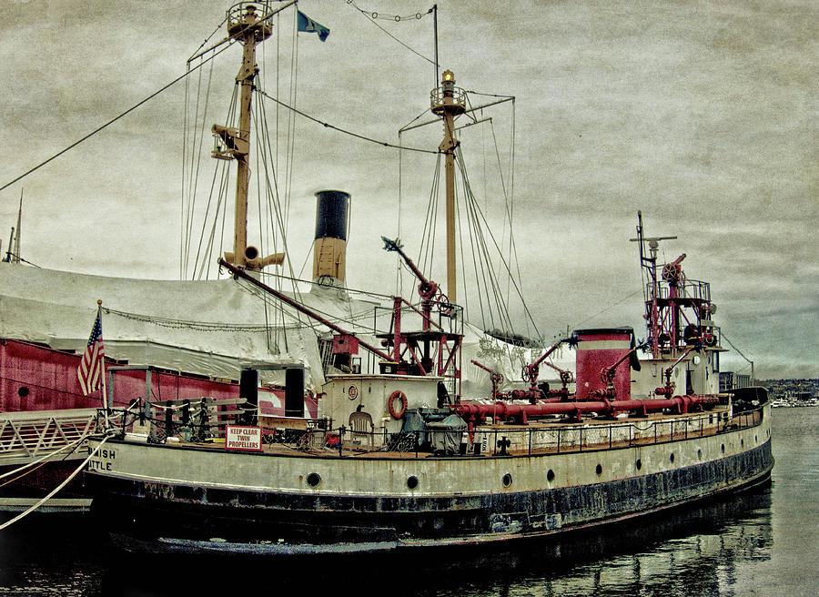 Fireboat Duwamish by Thom Zehrfeld