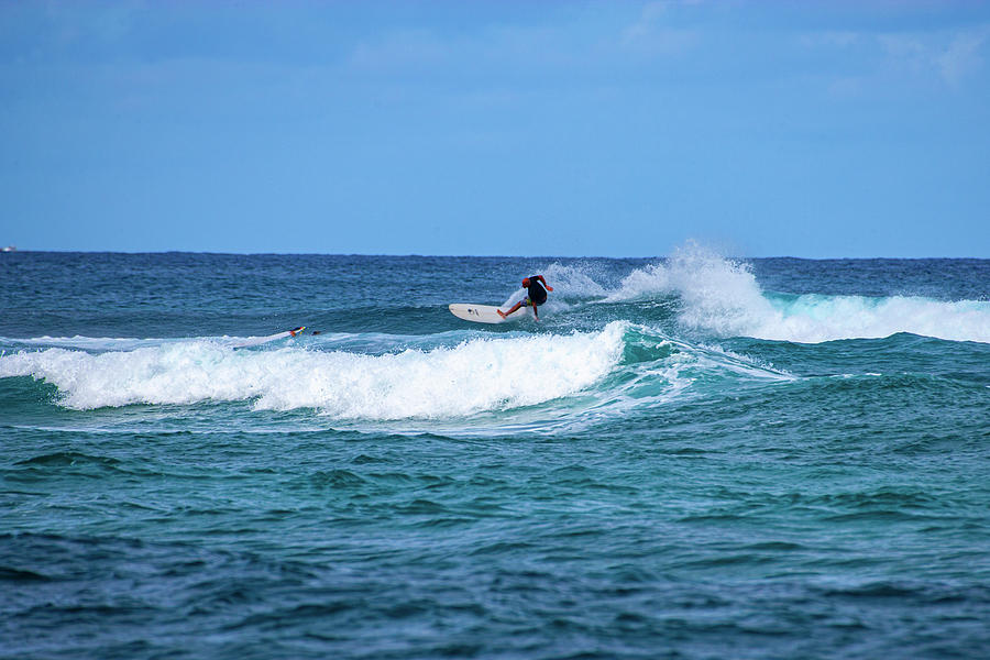 Frontside Carve North Shore by Anthony Jones