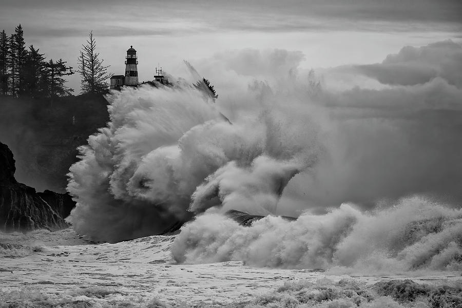 Giant Waves at Cape Disappointment by Wes and Dotty Weber