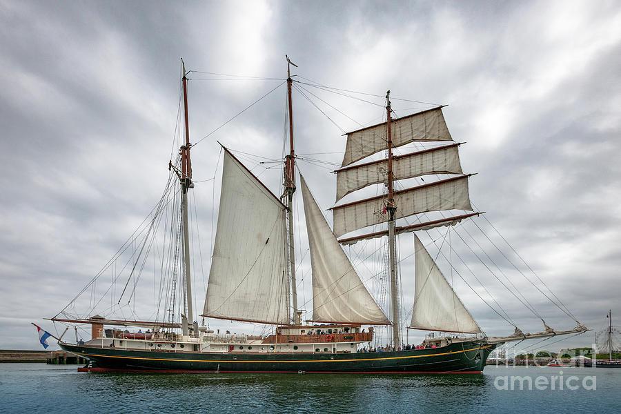 Gulden Leeuw - Starboard Beam - Gaff Schooner - Sunderland Uk Photograph