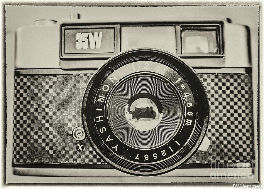 Camera Photograph - Image on Vintage Yashica Camera 35W by Richard Jemmett