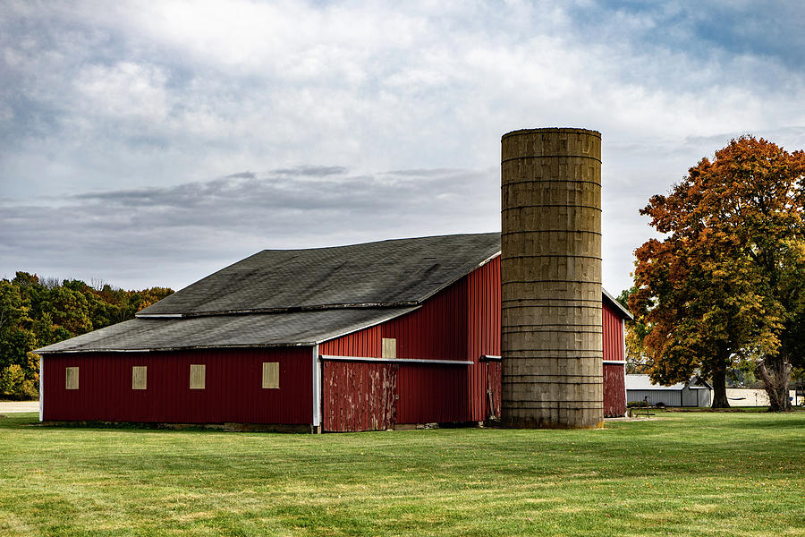 Landscape Photograph - Indiana Barn #105 by Scott Smith