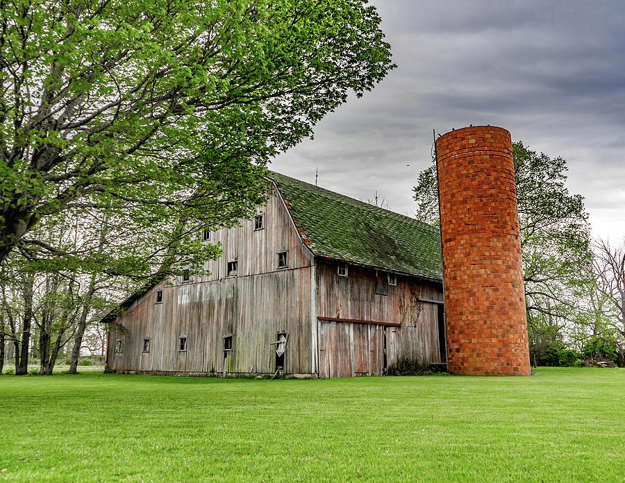 Landscape Photograph - Indiana Barn #132 by Scott Smith