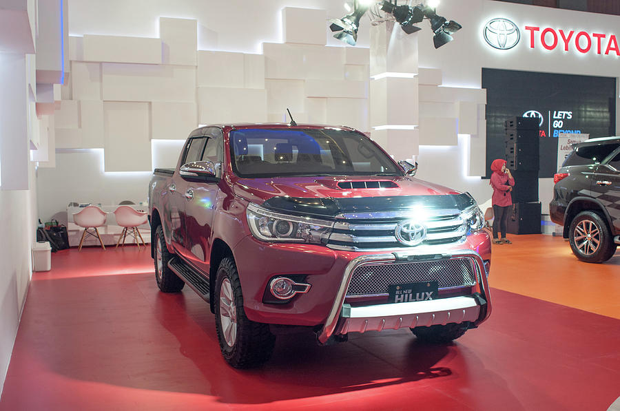 Indonesia Car Sales Rise by Yermia Riezky Santiago
