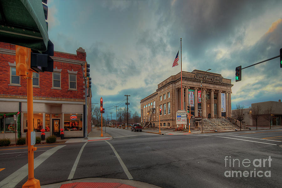 Travel Photograph - Intersection of 14th Street and Walnut by Larry Braun