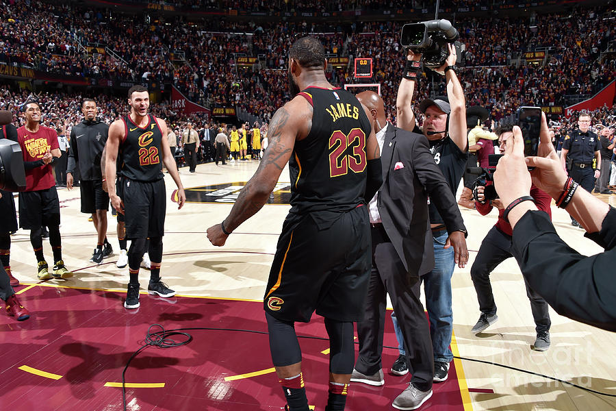 Larry Nance and Lebron James Photograph by David Liam Kyle