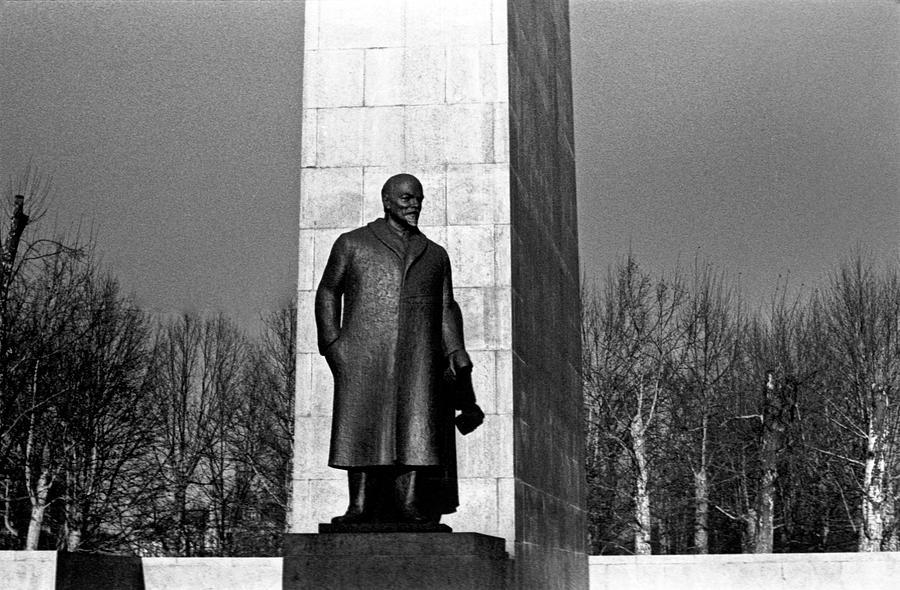 Lenin by Lee Santa