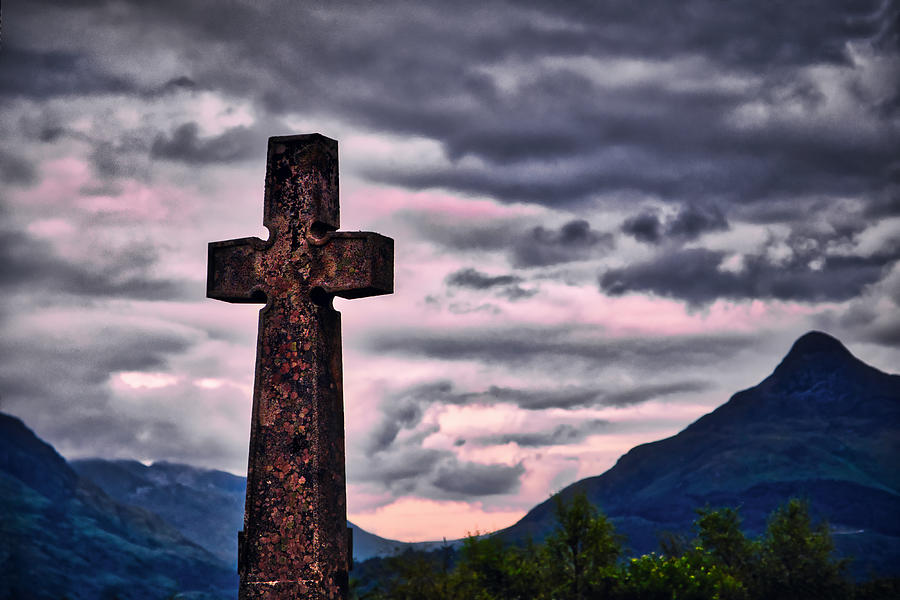 Lichen on the Cross Sunset - Scotland by Stuart Litoff