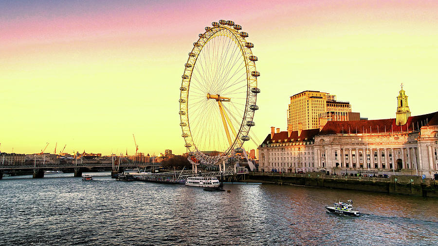 London Eye and the buildings next to River Thames by Santosh Puthran