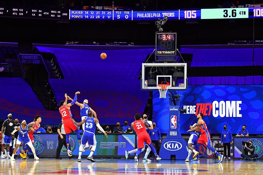 Los Angeles Lakers v Philadelphia 76ers Photograph by Jesse D. Garrabrant