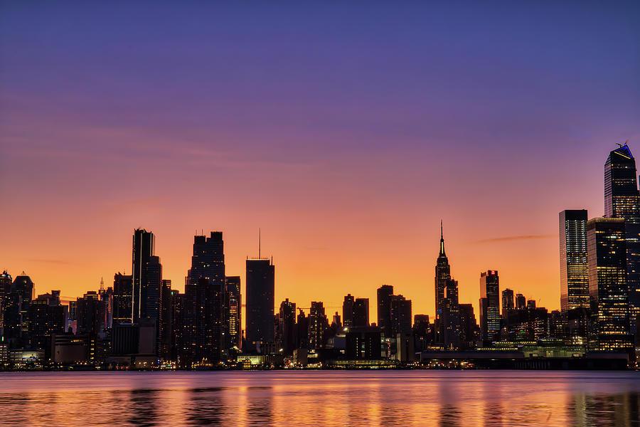 Manhattan Photograph - Manhattan Dawn by Zev Steinhardt