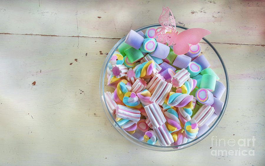 Marshmallow variety for this USA classic youth adorable candy by Luca Lorenzelli