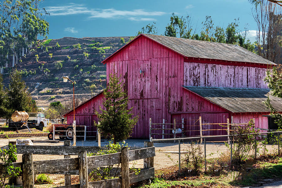 Moorpark Barn by William Havle