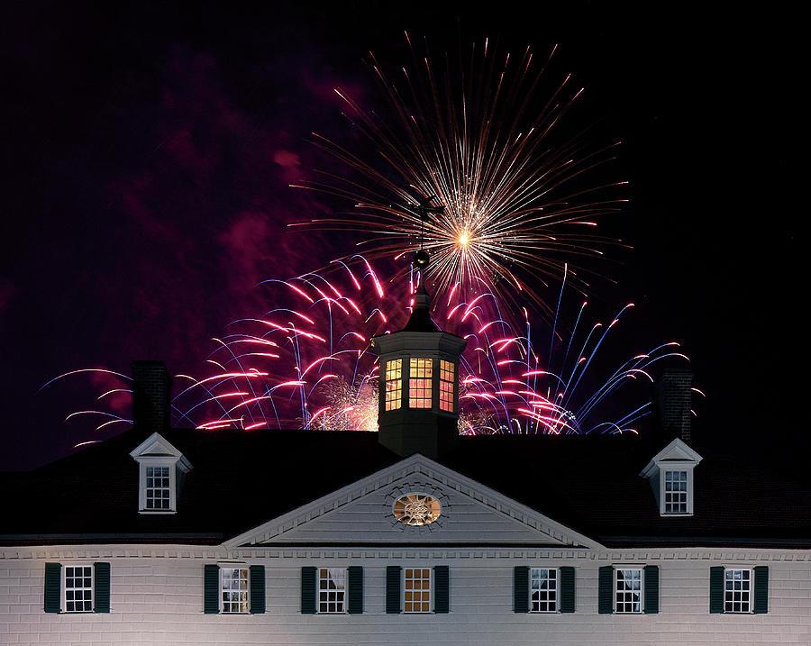 Mount Vernon Christmas Lights by Art Cole
