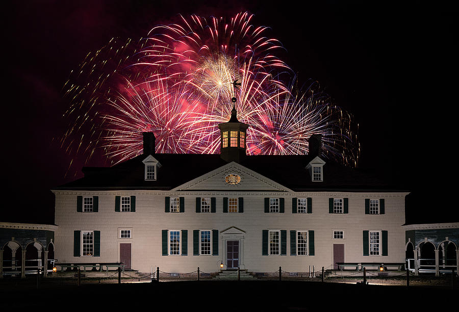 Mount Vernon Fireworks by Art Cole