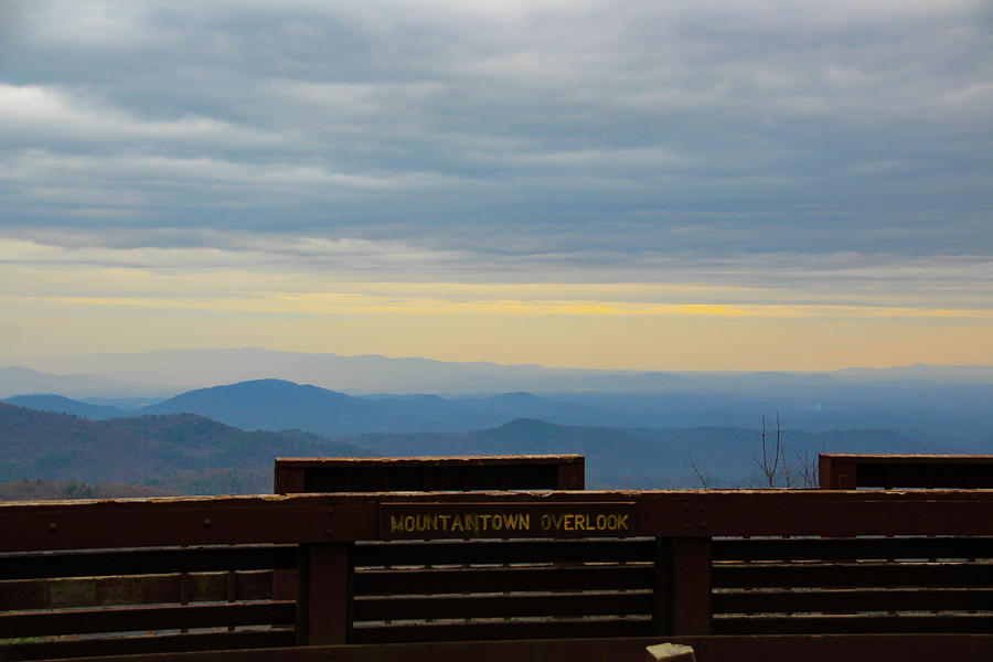 Mountaintown Overlook by Richard Parks