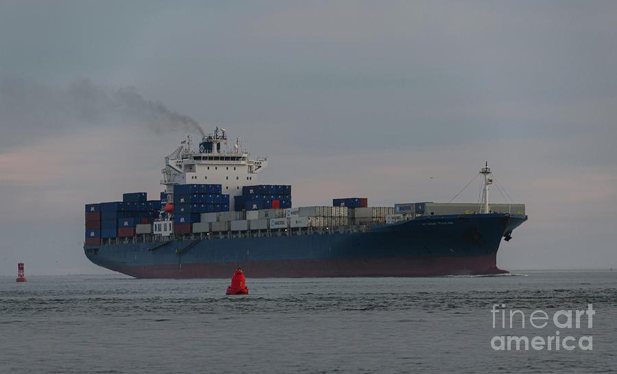 Moving The Goods - Hyundai Tianjin Photograph