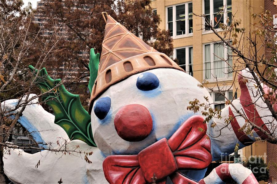 New Orleans Christmas Parade 2020 Mr. Bingle At The Annual Christmas Parade Downtown December