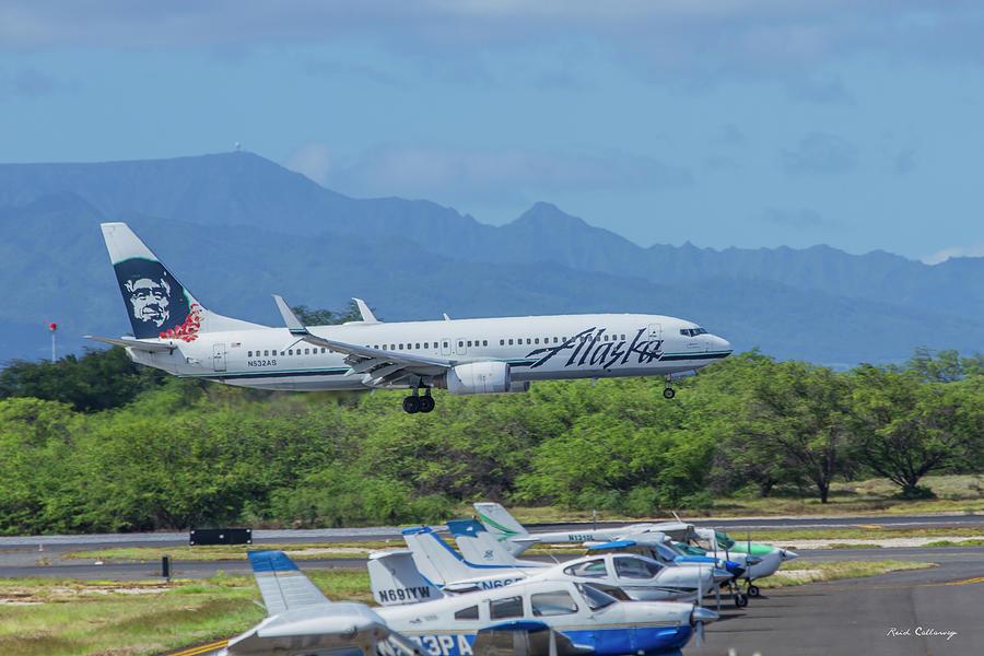 Hawaii Images Photograph - N532AS Alaska Airlines Boeing 737 Landing Honolulu International Airport Art by Reid Callaway