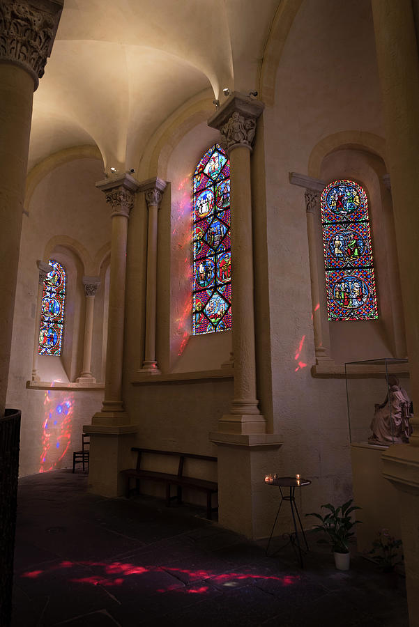 Notre-Dame du Port in Clermont-Ferrand, Choir stained glasses by RicardMN Photography