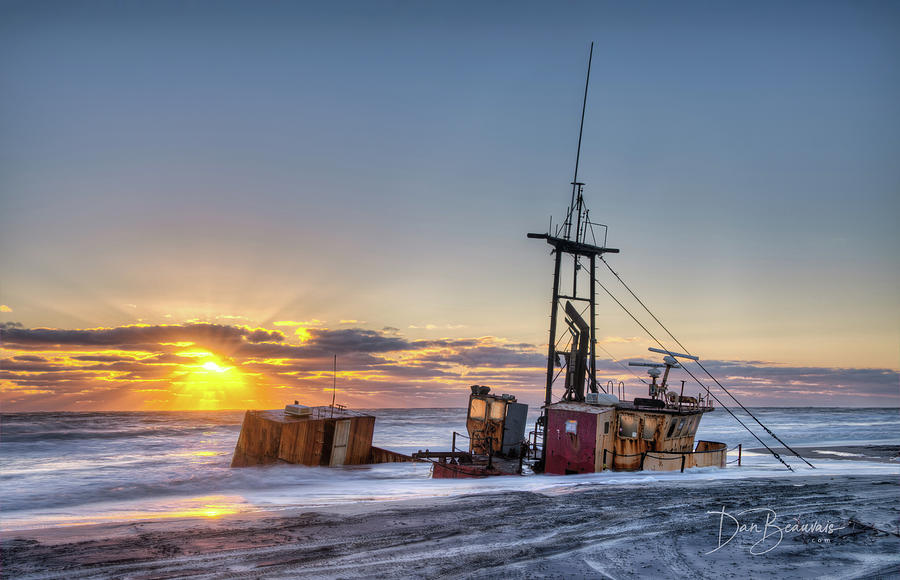 Ocean Pursuit Daybreak 7504 Photograph